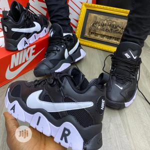 Nike Air Barrage Low Black/White Original   Shoes for sale in Lagos State, Surulere