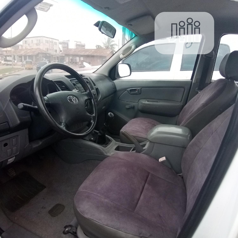 Toyota Hilux 2010 2.0 VVT-i SRX White   Cars for sale in Enugu, Enugu State, Nigeria