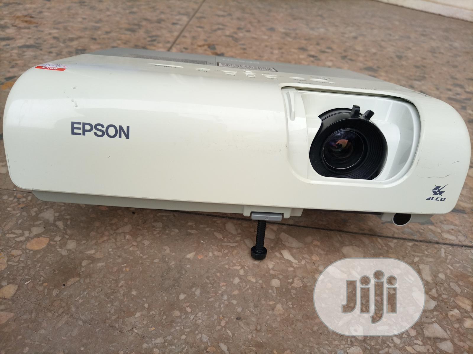 Super Sharp And Bright Epson Projector