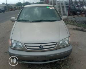 Toyota Sienna 2002 LE Gold   Cars for sale in Lagos State, Lekki
