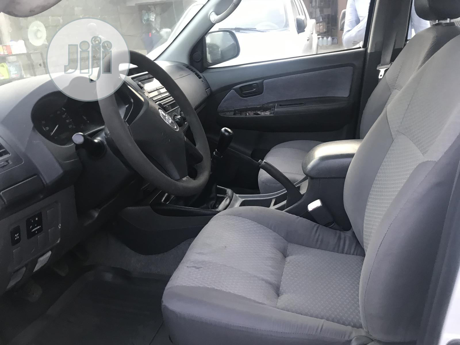 Toyota Hilux 2012 2.0 VVT-i White | Cars for sale in Ikeja, Lagos State, Nigeria