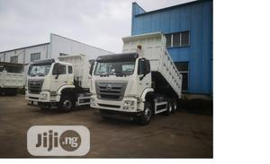 Fully Loaded Sinotruck 2020 With Bucket for Sale at a Good | Trucks & Trailers for sale in Lagos State, Ibeju