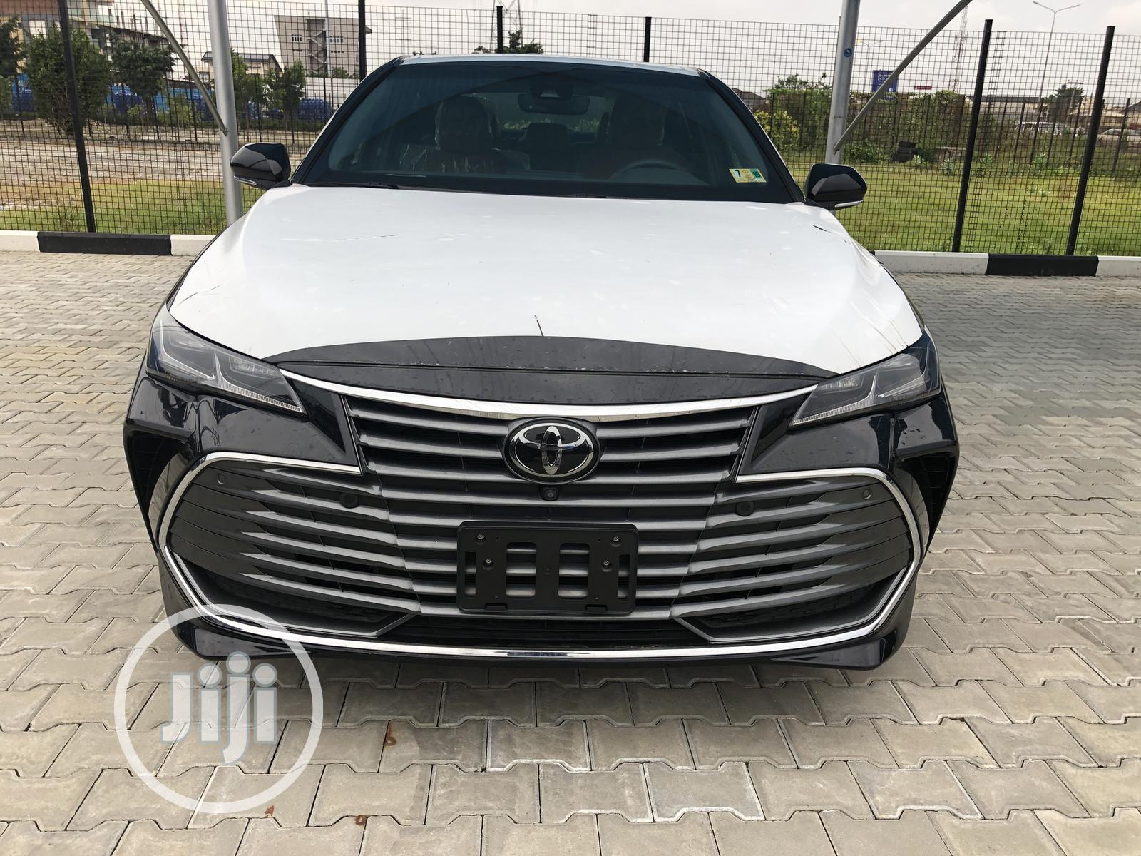 New Toyota Avalon 2019 Black