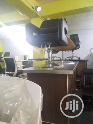 Super Unique Swivel Barbing Chair With Arms   Salon Equipment for sale in Abuja (FCT) State, Gwarinpa