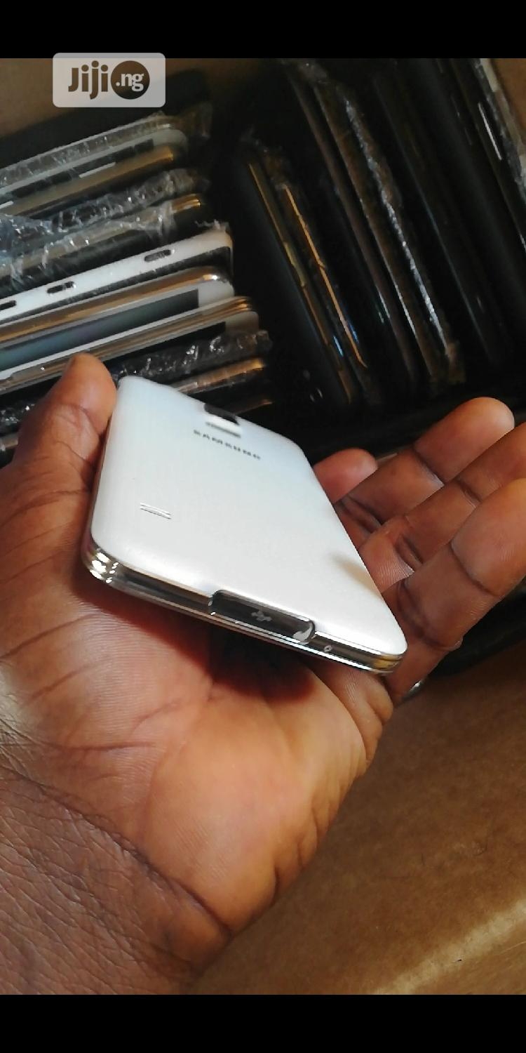 Archive: Samsung Galaxy S5 Duos 16 GB White