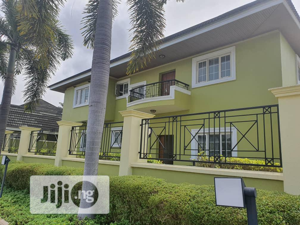 Newly Renovated 4 Bedroom Fully Detached Duplex With A 2 Roo