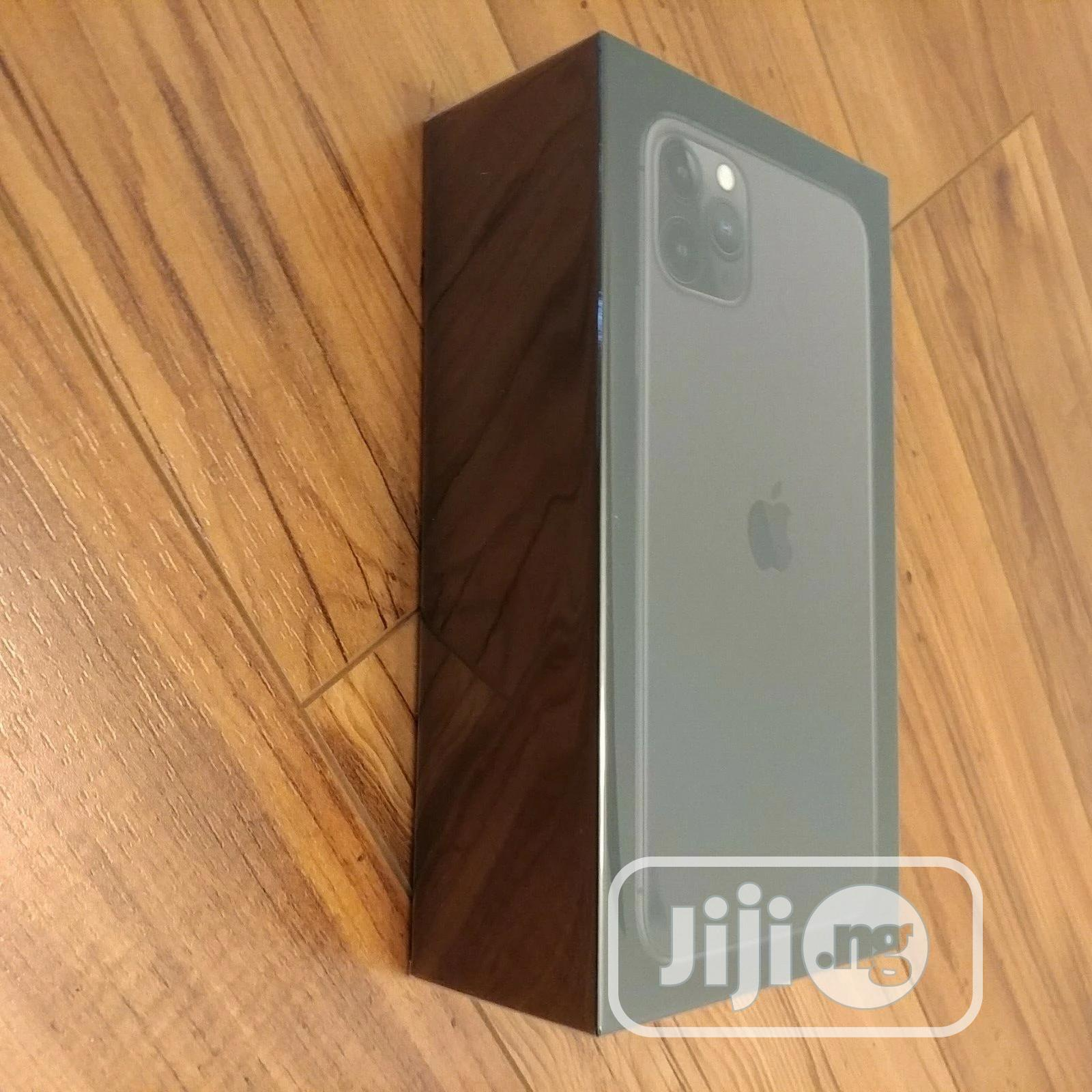 New Apple iPhone 11 Pro Max 64 GB Gold