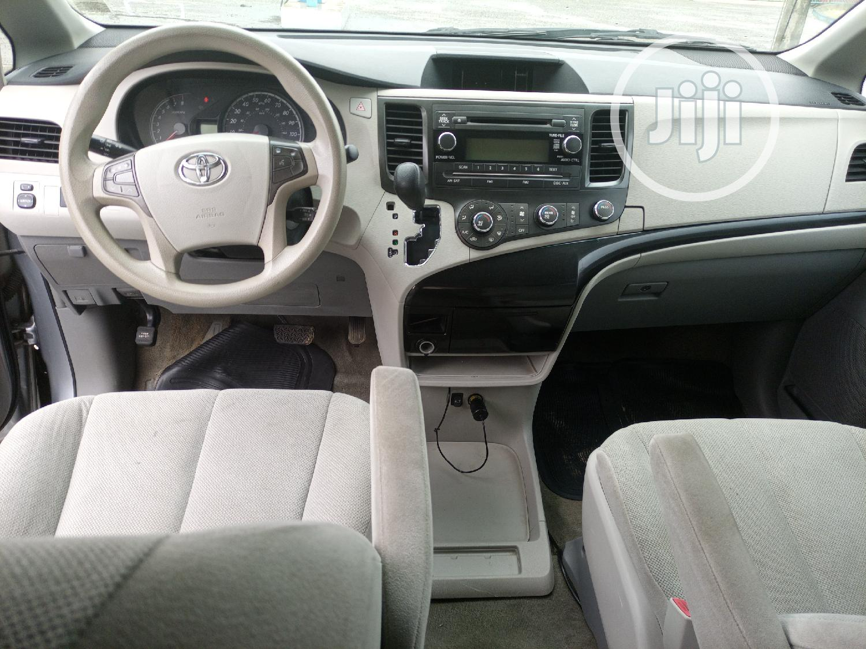 Archive: Toyota Sienna 2013 SE FWD 8-Passenger Silver