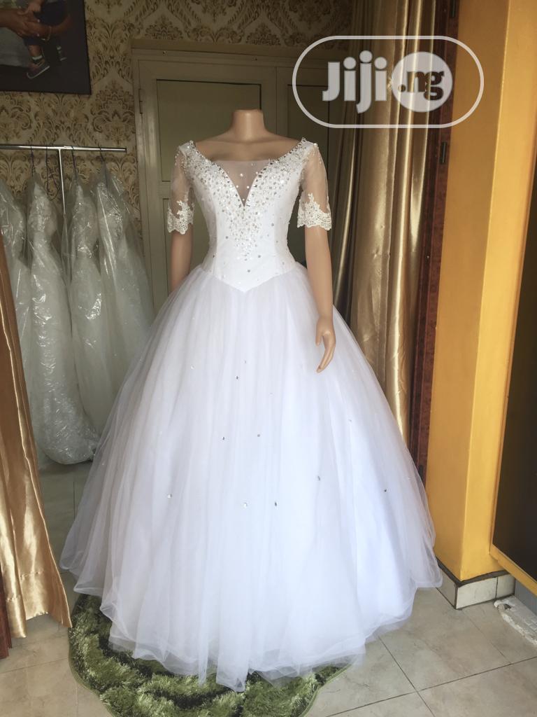 Wedding Dress For Rent With Veil,Tiara,Bouquet &Underbasket