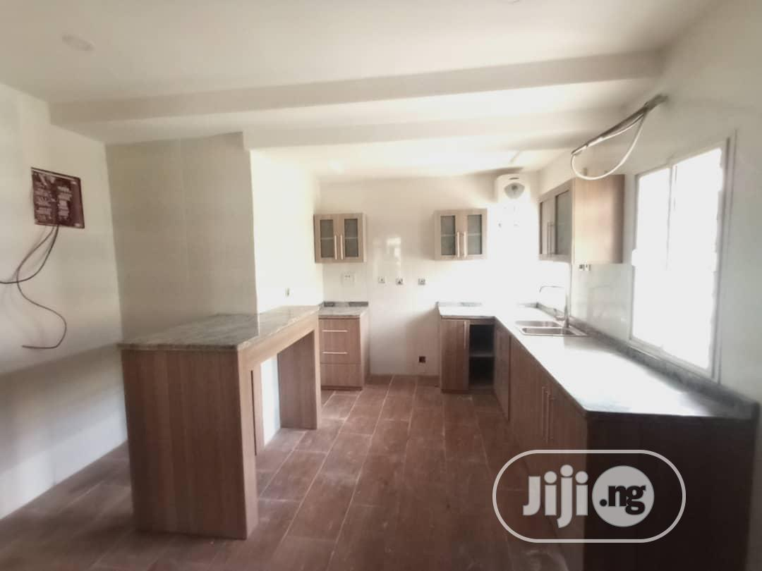 Archive: Beautiful 5 Bedroom Fully Detached Duplex.