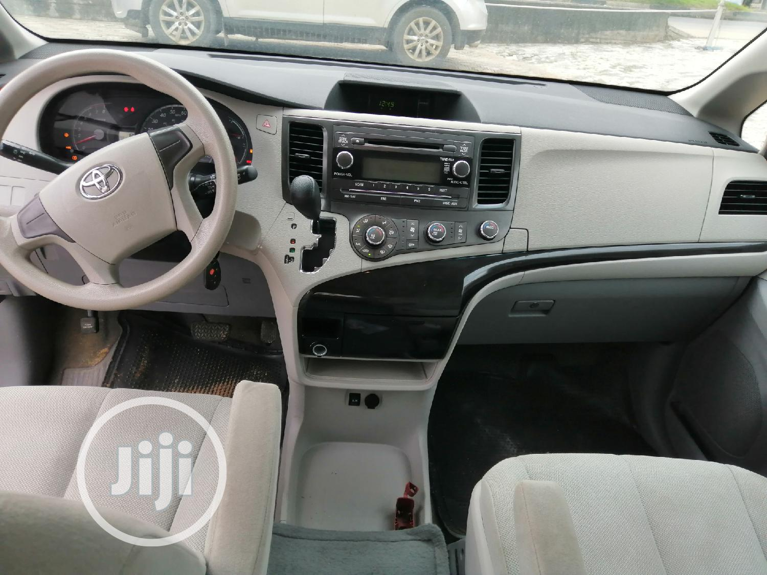 Toyota Sienna 2012 LE 7 Passenger Mobility Gray | Cars for sale in Port-Harcourt, Rivers State, Nigeria