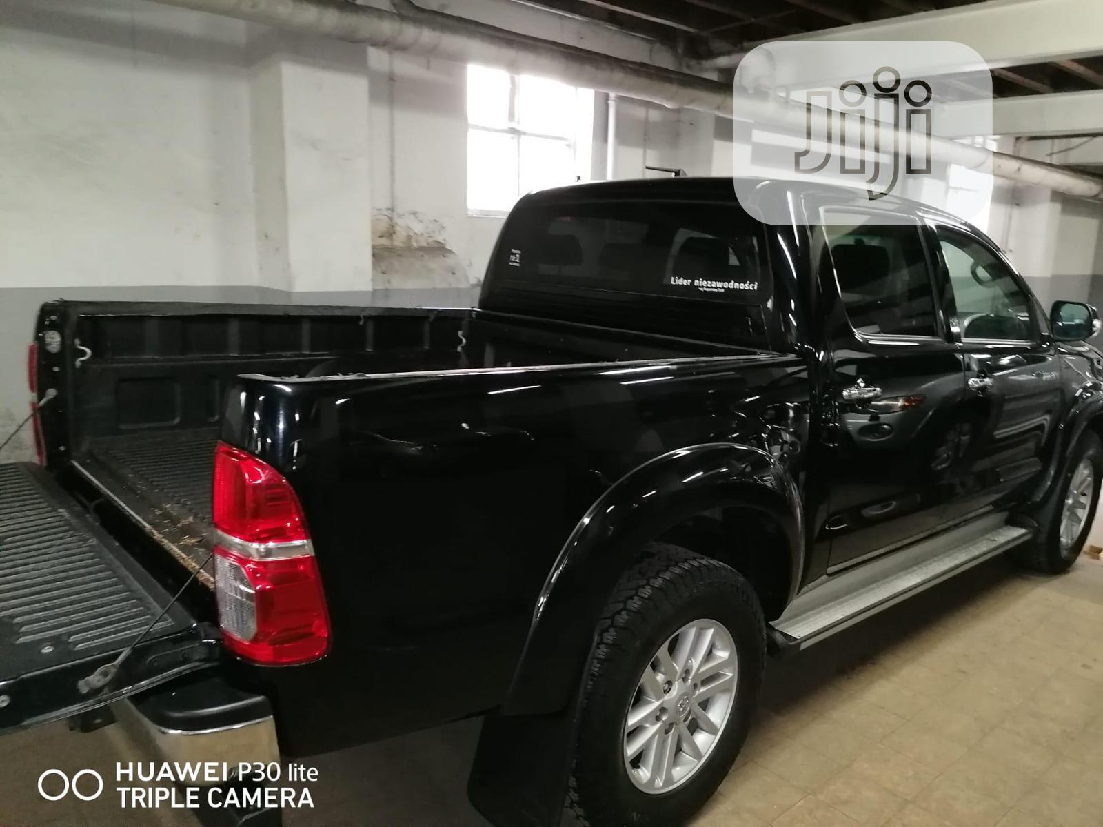 Toyota Hilux 2015 Black