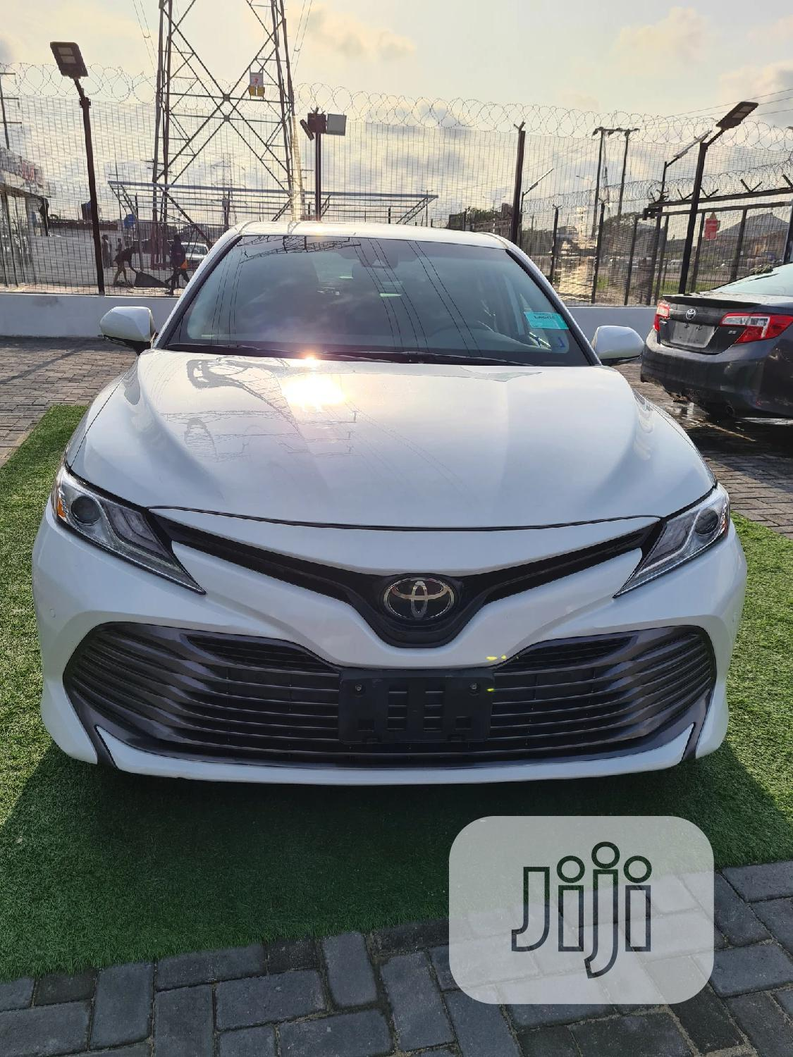 Toyota Camry 2018 XSE FWD (2.5L 4cyl 8AM) White