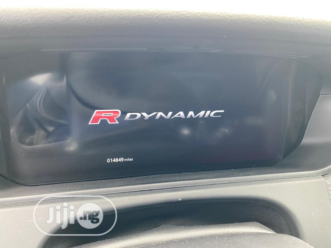 Archive: Land Rover Range Rover Velar 2018 Red