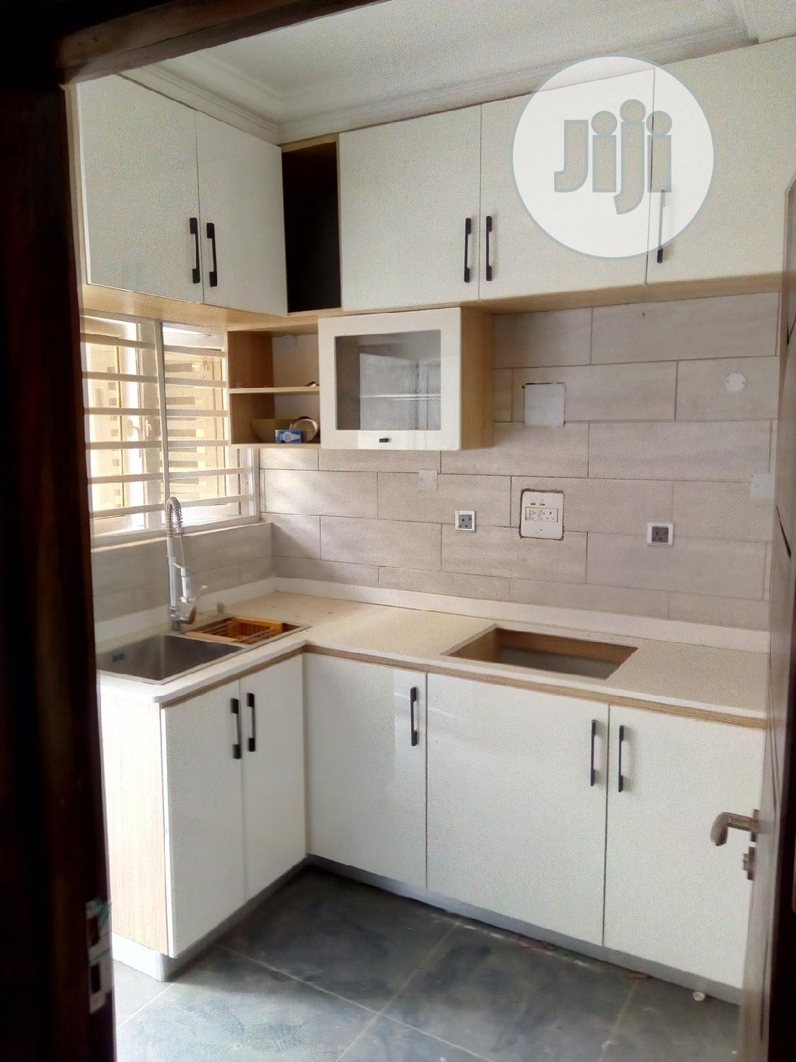2bdrm Block of Flats in Lekki Phase 2 for Rent