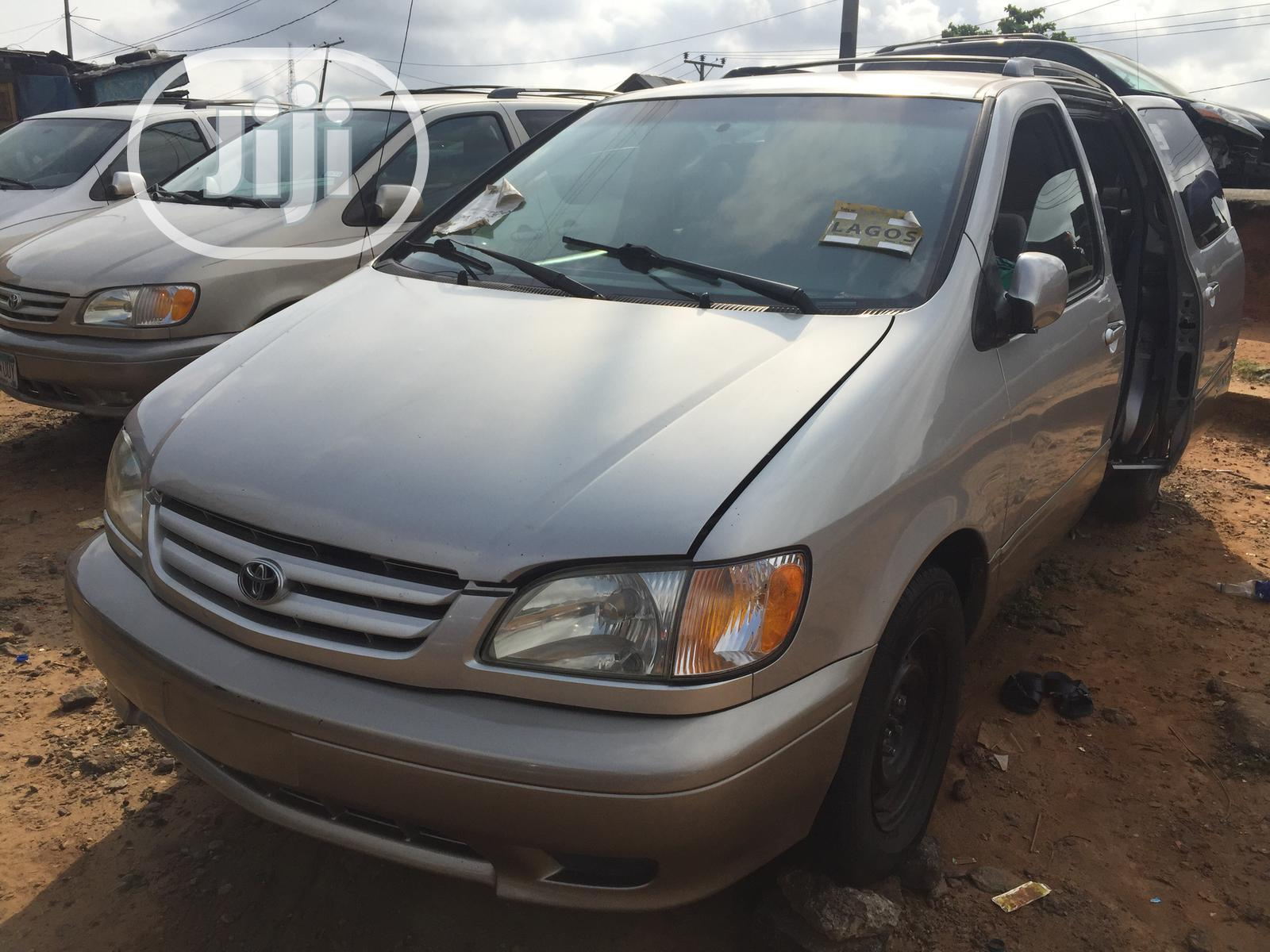 Archive: Toyota Sienna CE 2002 Gold