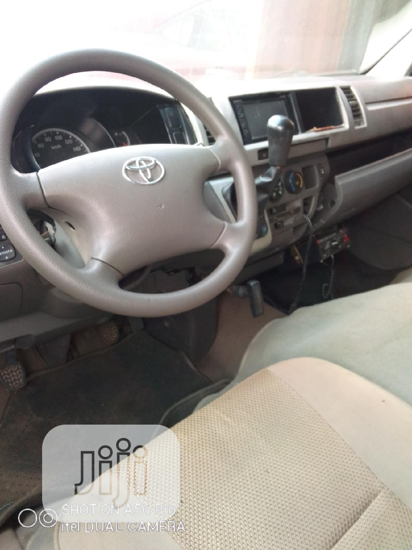 Archive: Toyota Grand Hiace 2012