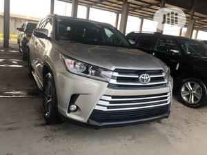 Toyota Highlander 2018 XLE 4x4 V6 (3.5L 6cyl 8A) Gold | Cars for sale in Lagos State, Apapa