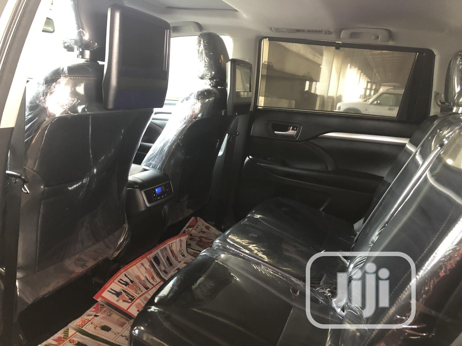 Toyota Highlander 2018 XLE 4x4 V6 (3.5L 6cyl 8A) Gold | Cars for sale in Apapa, Lagos State, Nigeria