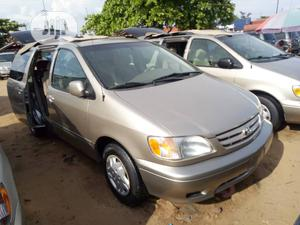 Toyota Sienna LE 2002 Gold   Cars for sale in Lagos State, Apapa