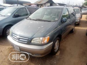 Toyota Sienna 2002 LE Gray   Cars for sale in Lagos State, Apapa
