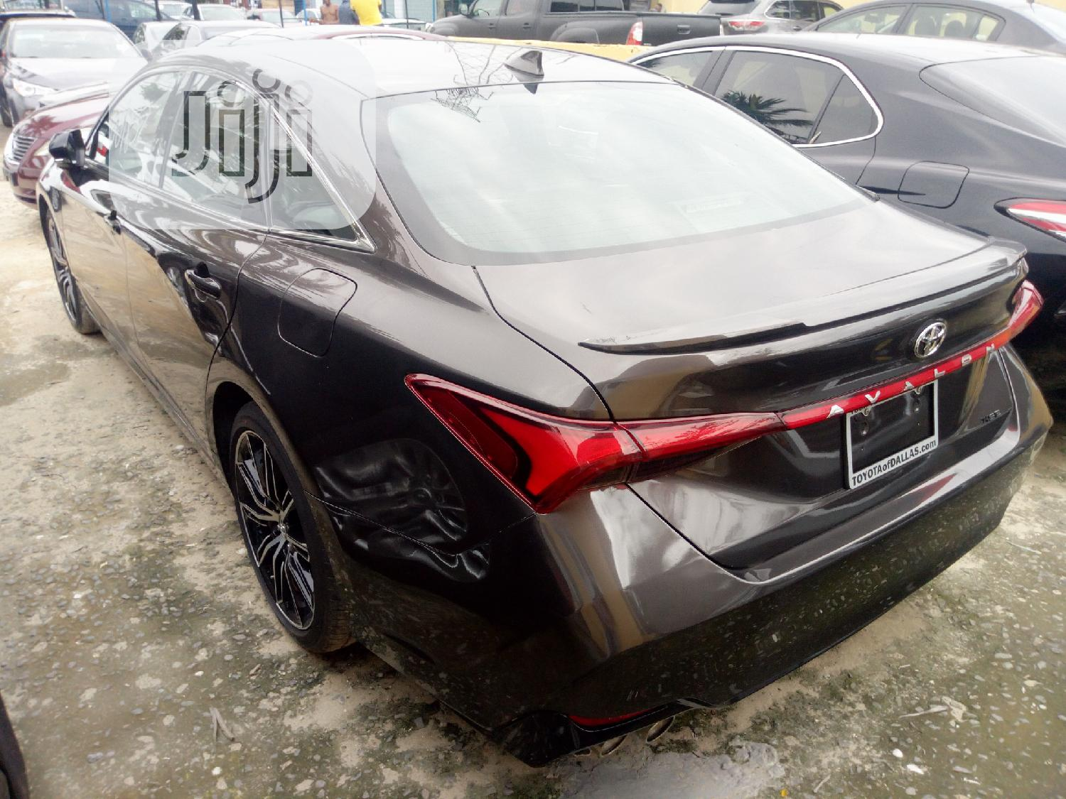 Archive: New Toyota Avalon 2018 Brown