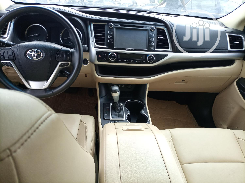 Archive: Toyota Highlander 2018 XLE 4x4 V6 (3.5L 6cyl 8A) Brown