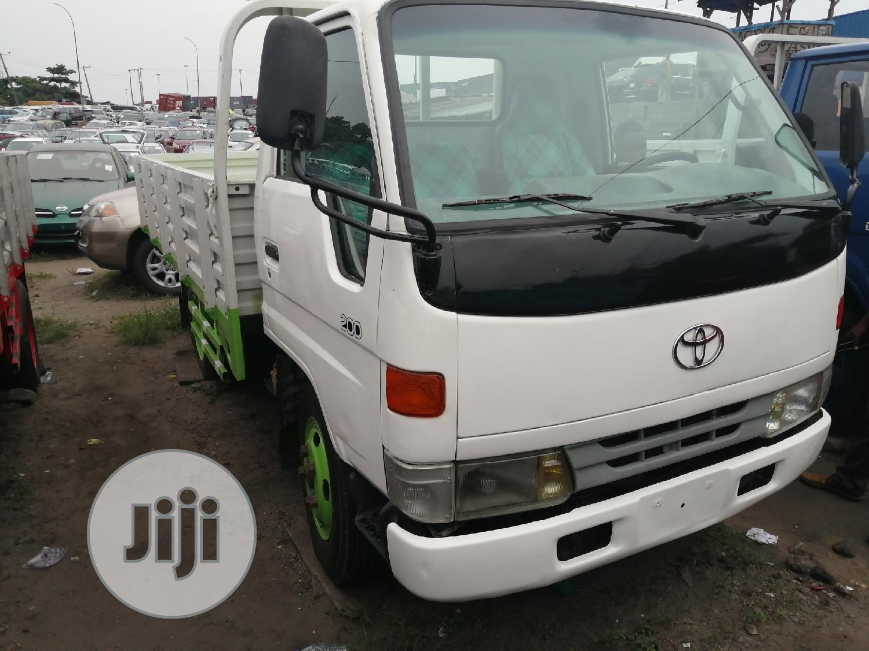 Toyota Dyna 200 2002 White