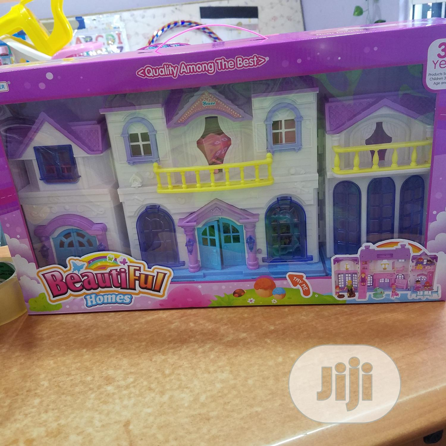 Convertable Doll House With Dolls
