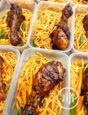 100 Packs Spaghetti With Veggies And Grill Chicken | Meals & Drinks for sale in Lagos State, Ikeja