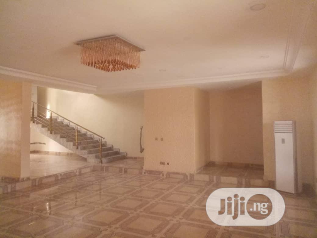 Archive: Luxury 5 Bedroom Duplex For Sale