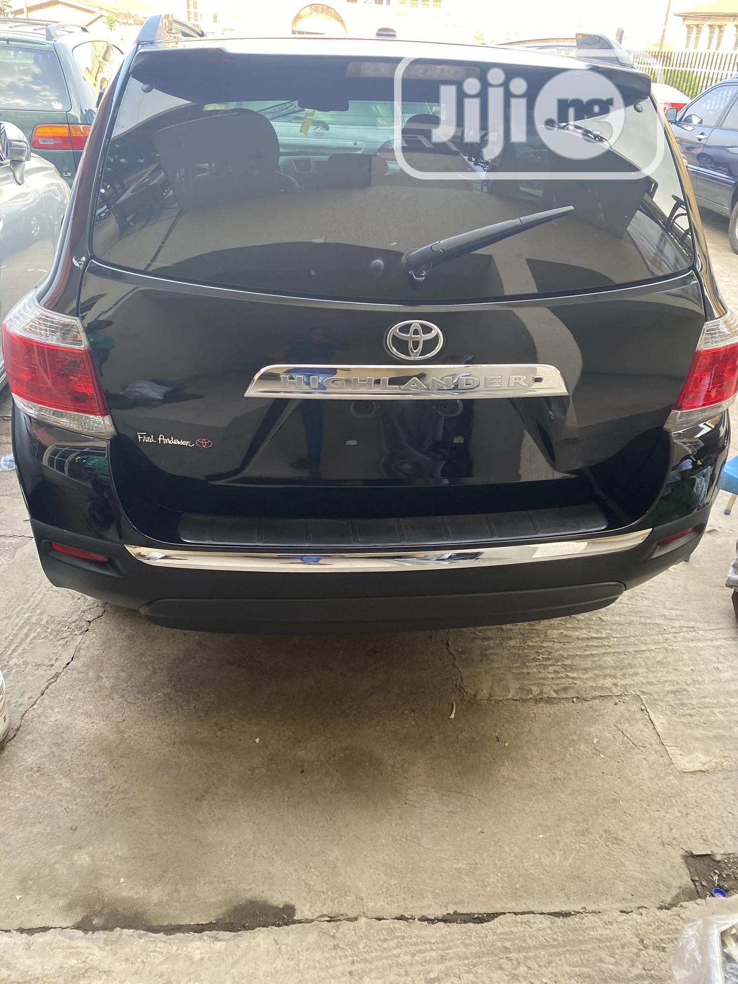 Toyota Highlander 2013 Limited 3.5l 4WD Black | Cars for sale in Ibadan, Oyo State, Nigeria