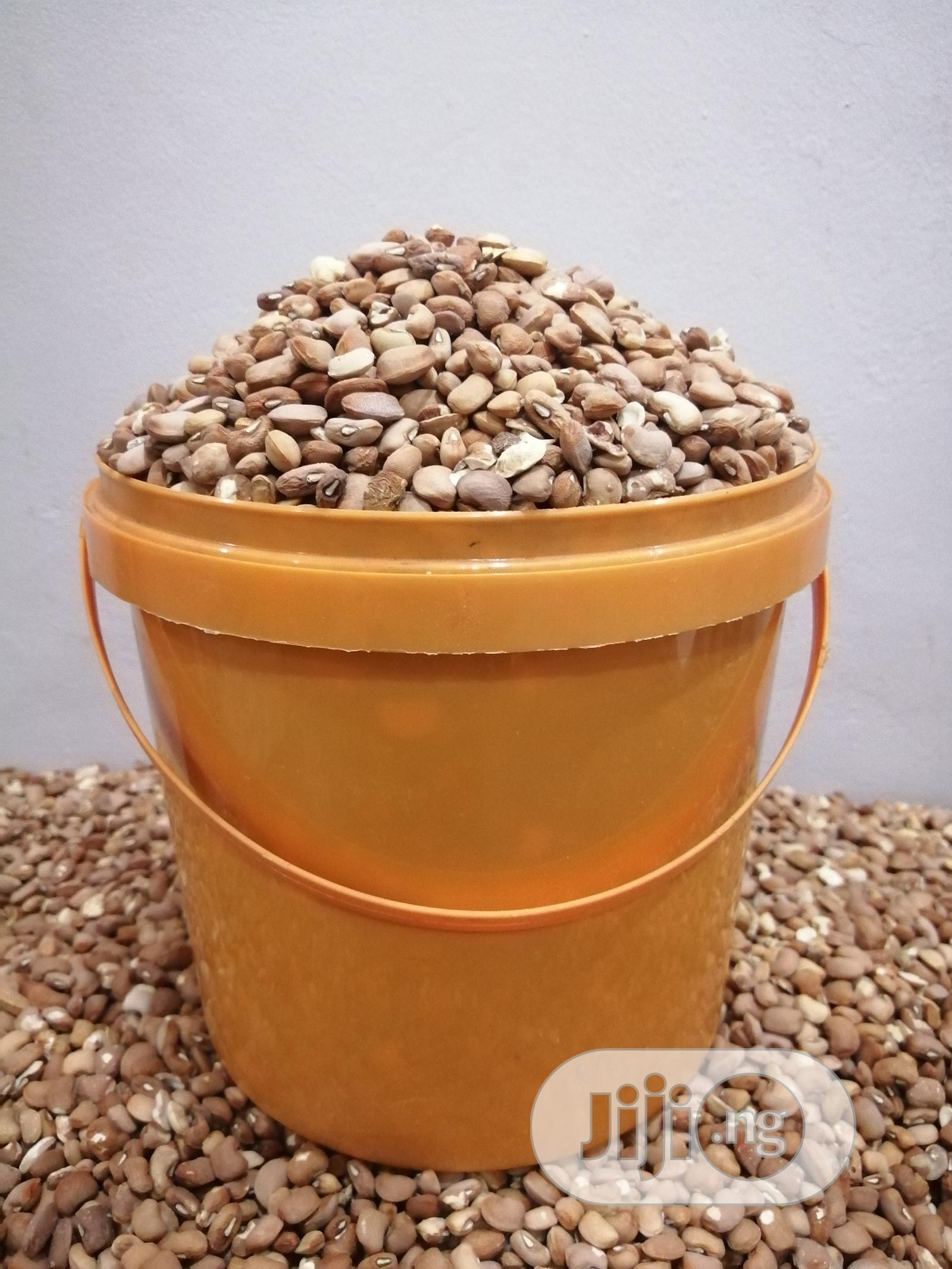 Archive: 25kg Bags of Beans (7 Custard Buckets) Brown, Butter White