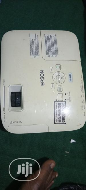 Projector And Screen   TV & DVD Equipment for sale in Abuja (FCT) State, Garki 2