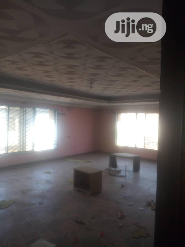 Neatly Used 5 Bedroom Duplex For Sale