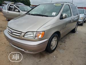 Toyota Sienna 2002 XLE Gold | Cars for sale in Lagos State, Amuwo-Odofin