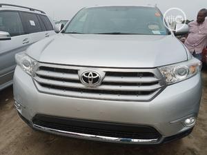 Toyota Highlander 2013 SE 3.5L 4WD Silver | Cars for sale in Lagos State, Amuwo-Odofin
