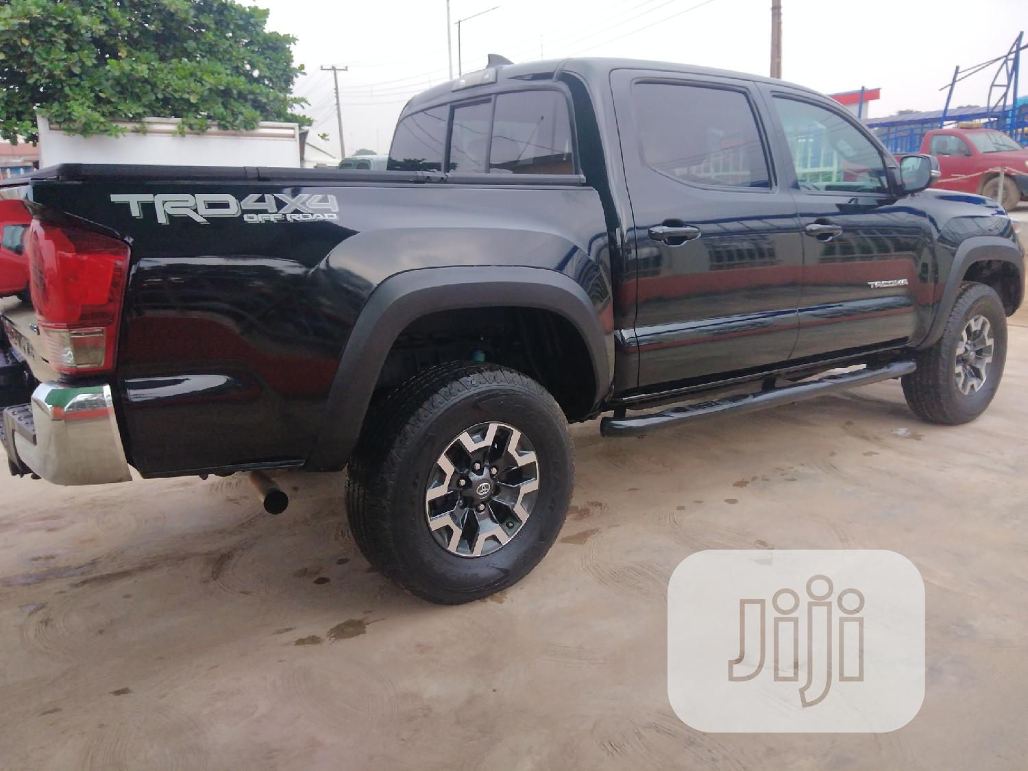 Archive: Toyota Tacoma 2016 4dr Double Cab Black