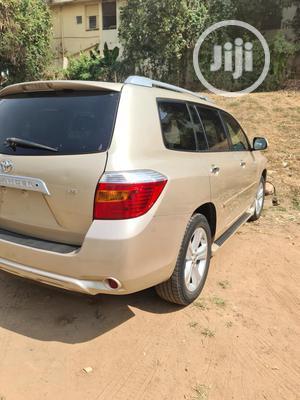 Toyota Highlander 2009 Gold   Cars for sale in Abuja (FCT) State, Garki 2