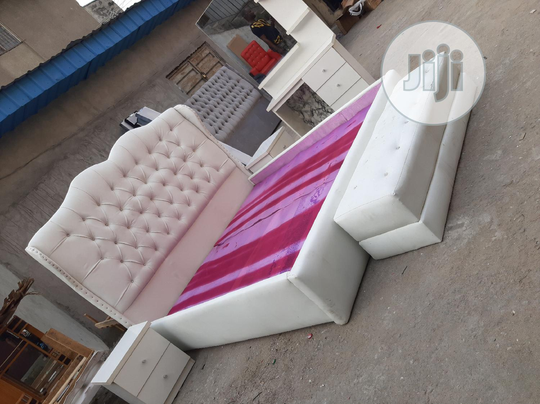 6/6 Upholstery Bed Frame