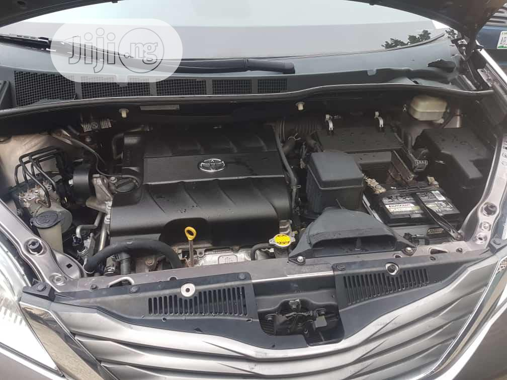 Toyota Sienna 2011 LE 7 Passenger Mobility Gray   Cars for sale in Amuwo-Odofin, Lagos State, Nigeria