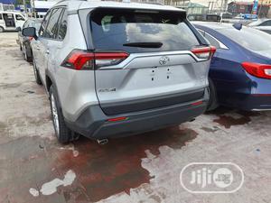 Toyota RAV4 2019 XLE Premium FWD Silver   Cars for sale in Lagos State, Lekki