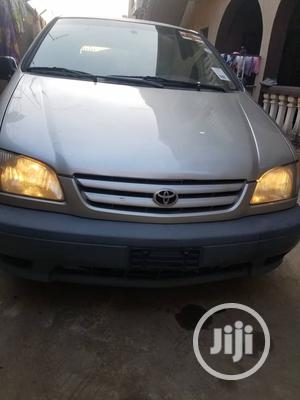 Toyota Sienna 1999 LE 4dr Gold | Cars for sale in Lagos State, Surulere
