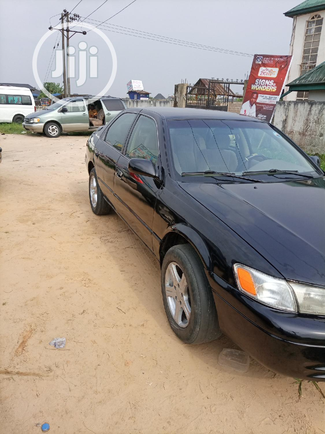 Archive: Toyota Camry 2000 Black