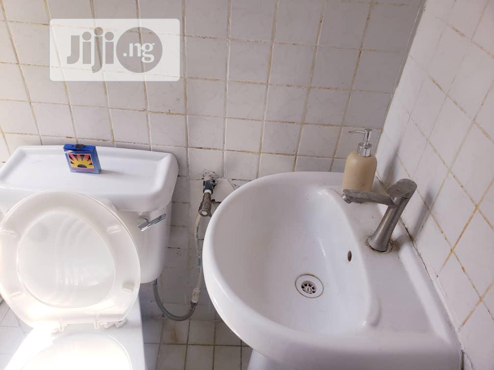 Archive: Beautiful Studio Apartment With Pool Off Admiralty Road