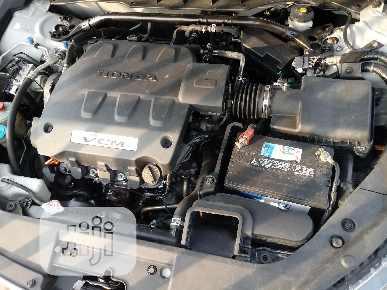 Archive: Honda Accord CrossTour 2011 EX-L AWD Silver