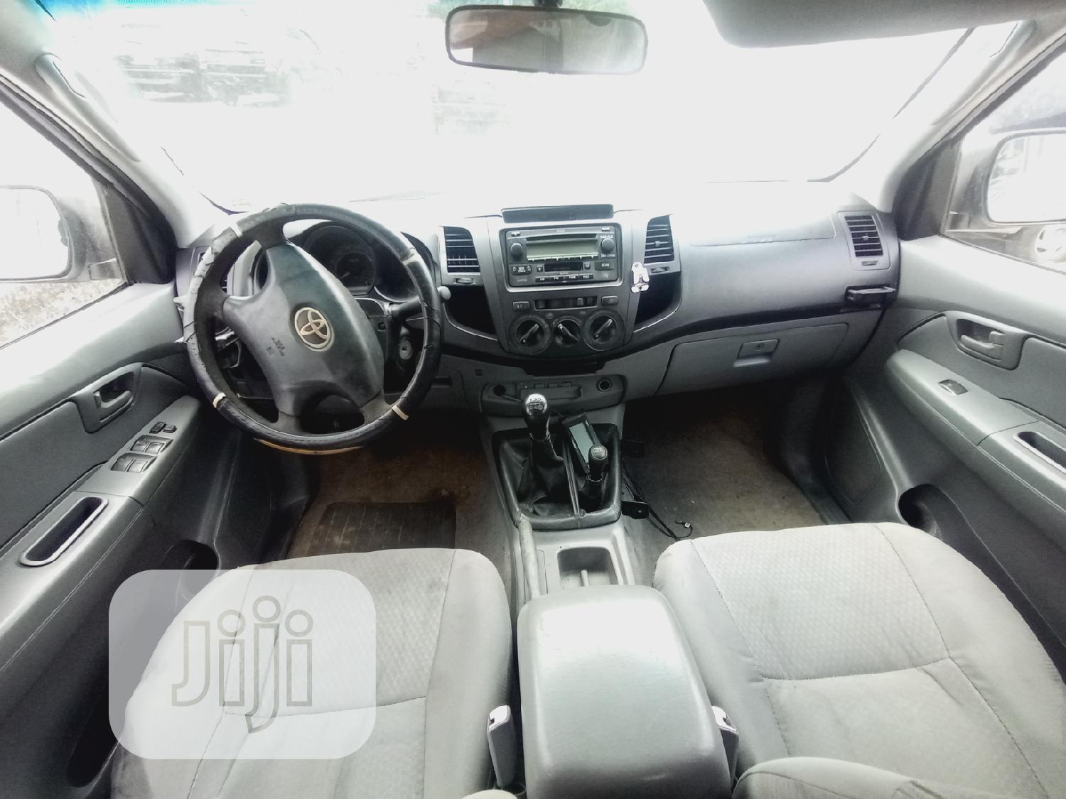 Archive: Toyota Hilux 2010 White
