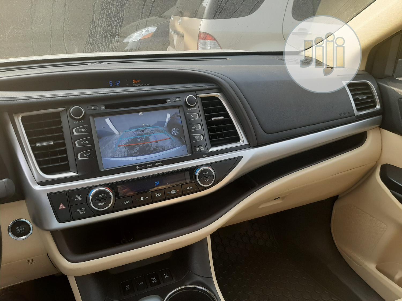 Toyota Highlander 2017 XLE 4x4 V6 (3.5L 6cyl 8A) White | Cars for sale in Amuwo-Odofin, Lagos State, Nigeria