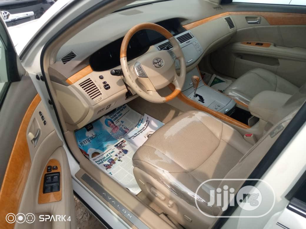Toyota Avalon 2006 Limited White | Cars for sale in Amuwo-Odofin, Lagos State, Nigeria