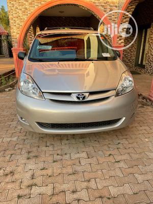 Toyota Sienna 2007 LE 4WD Gold | Cars for sale in Abuja (FCT) State, Kubwa